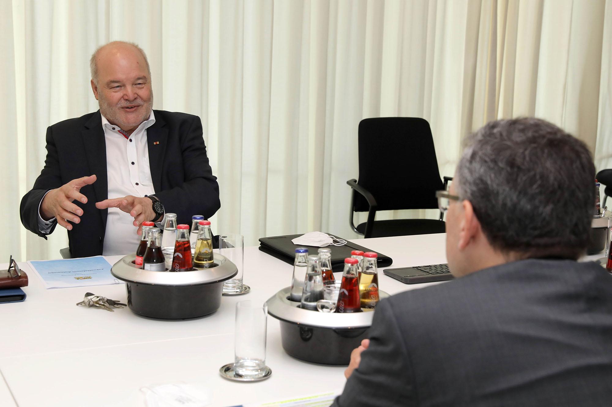 Präsident Vetterl im Gespräch mit Staatsminister Dr. Florian Herrmann, MdL